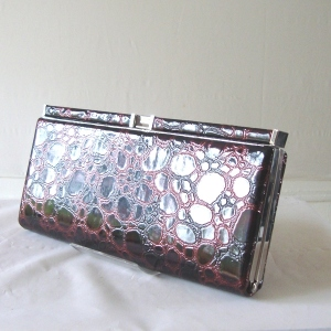 Leatherette bordeaux flat clutch