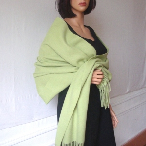 Shawl cashmere and wool anis green
