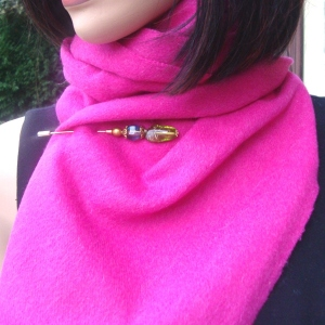 Fuchsia woolen and cashmere scarf