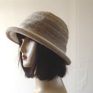 Small winter hat - beige and off-white