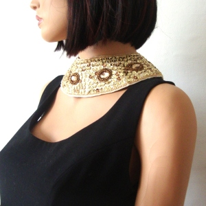 Detachable collar - off-white satin with topaze gems