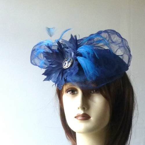 Lovely wedding fascinator with jewel and feathers
