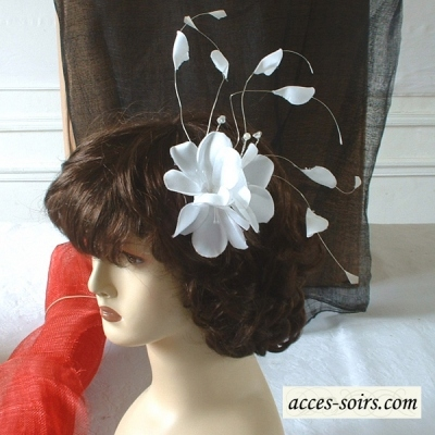 Hair pin/brooch for weddings with light feathers - white out of stock - 3 colours