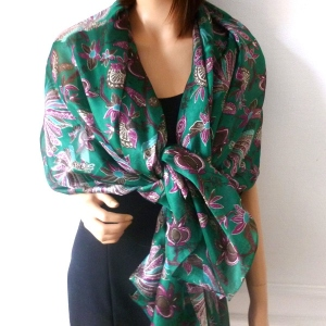 "Pure silk shawl pattern ""Batik"" - black"
