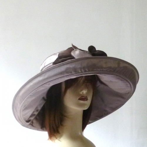 Broad-brimmed brown wedding hat