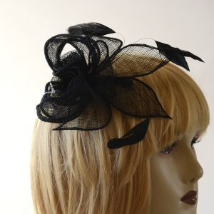 Fascinator sinamay and feathers on haircomb