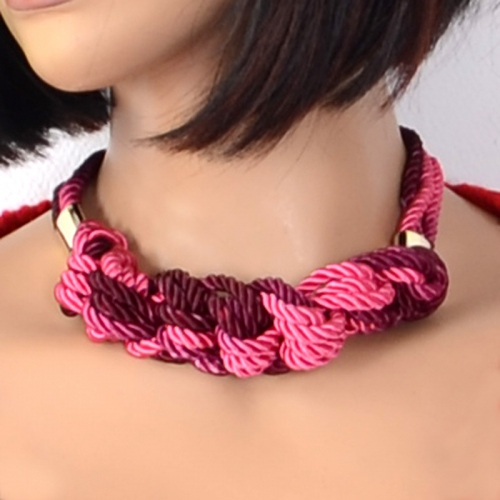 "Necklace ""round the neck"" with satin twisted rope"