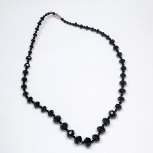 Necklace black faceted pearls