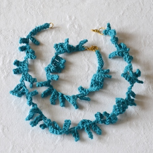 Matching necklace and bracelet hand knitted by Maroussia