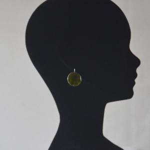 Round and green earrings for pierced ears