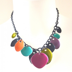 Necklace with multicoloured drops