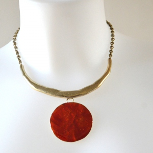 Necklace with enamel round pendant
