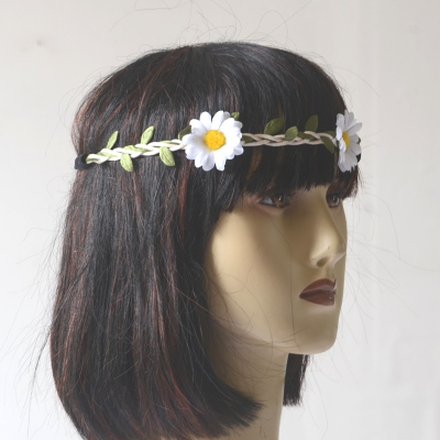 Headband/crown with white daisies