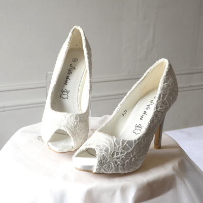 Ivory evening open-toed shoes with guipure laces. Matching bag available. s. 38 out of stock