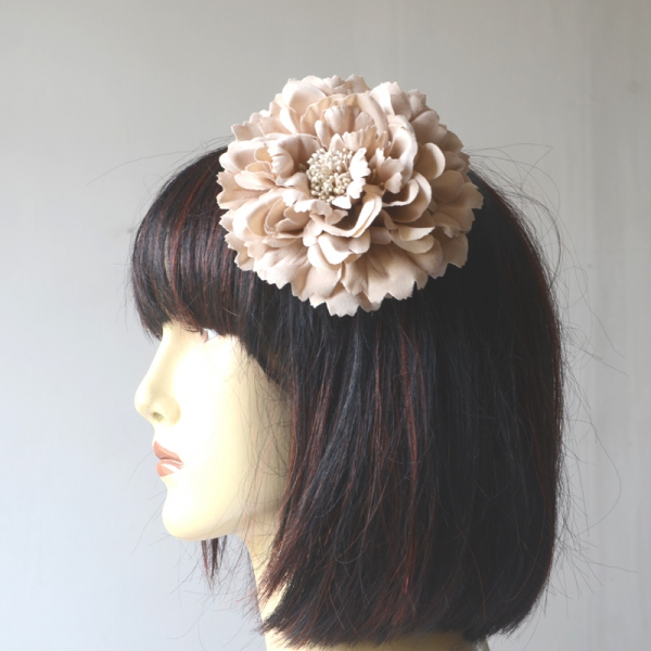 Multifunction fashion accessory : beige flower on hairpin and brooch