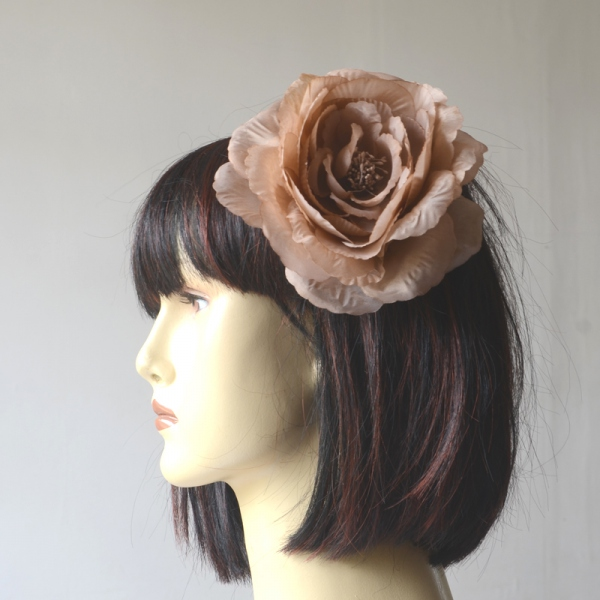 Light brown flower on brooch and hair clip