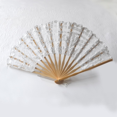 Fan with laces on wood with pompom - 3 colours