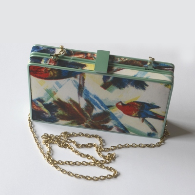 Flat fabric clutch with parrot