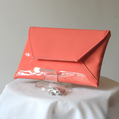 Flat clutch - coral simili leather varnished