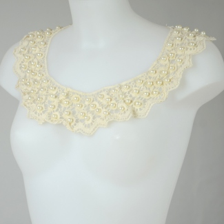 Detachable collar with pearls and laces - cream ivory
