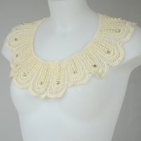 Large detachable collar with laces and pearls - ivory cream