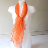 Grand foulard, étole en mousseline de soie orange
