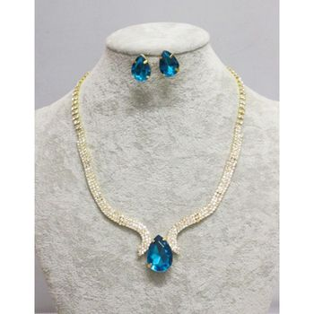 Woman's jewelry set gold