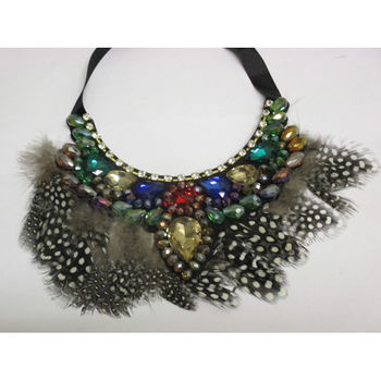 accessory plus feather necklace