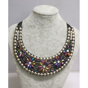 collier plastron coloré