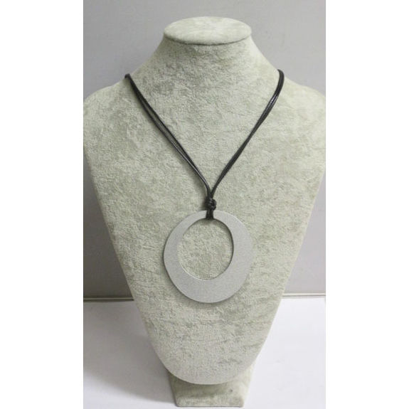 collier simple et discret