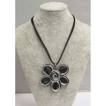 long necklace in aluminum