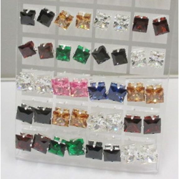 Lot of 36 Woman's Earrings assorted