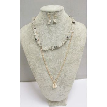 woman shell necklace in 3 colors