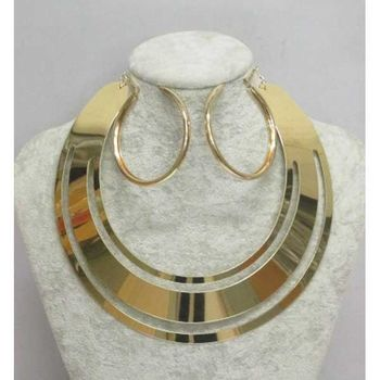 circle choker necklace with creole earring