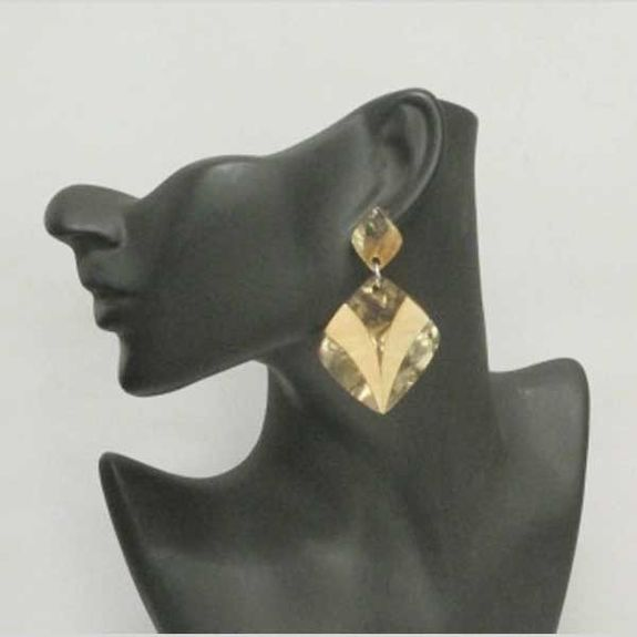 sell resin jewelry