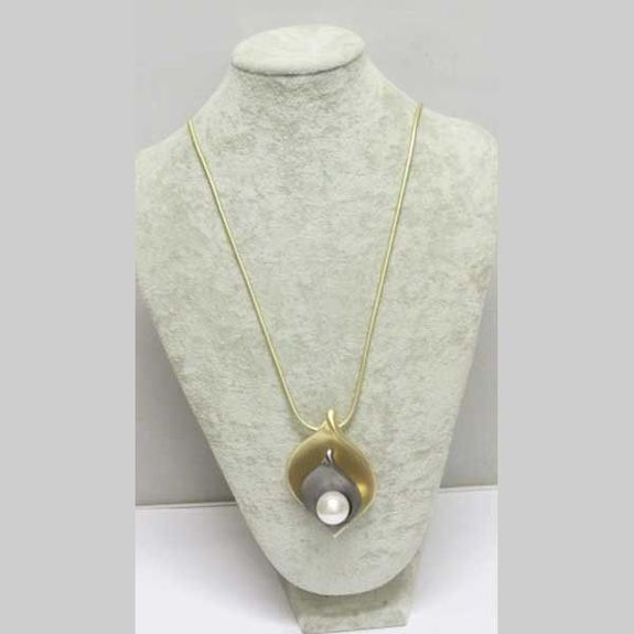 necklace with pendant black gold leaf pearl above