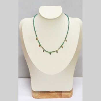 Chain necklace in stone beads with steel leaves