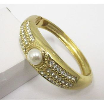 buying bangle bracelet with pearl in the middle