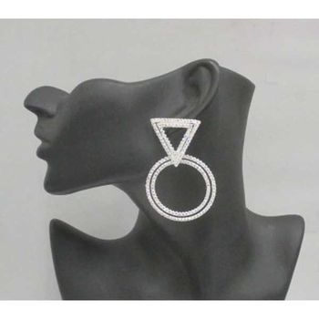 round earrings with triangle fastener