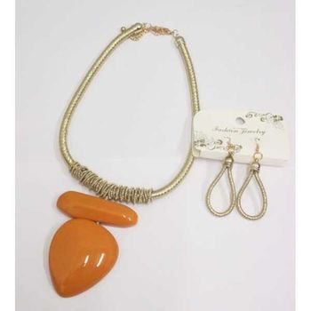 jewelry necklace camel color trend