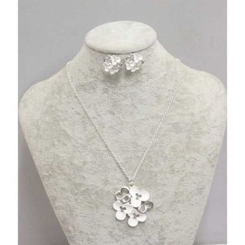 white email flower necklace