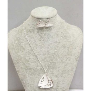 collier triangle émail blanc