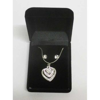 heart pendant necklace in box set ready for sale