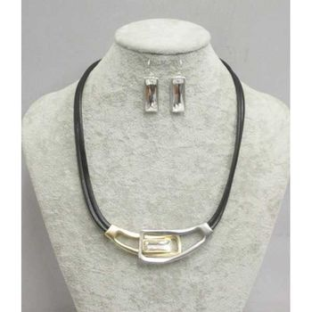 modern metal short necklace