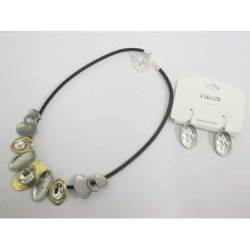 jewelery metal and crystal pebble necklace