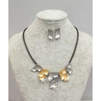 pearl metal short necklace