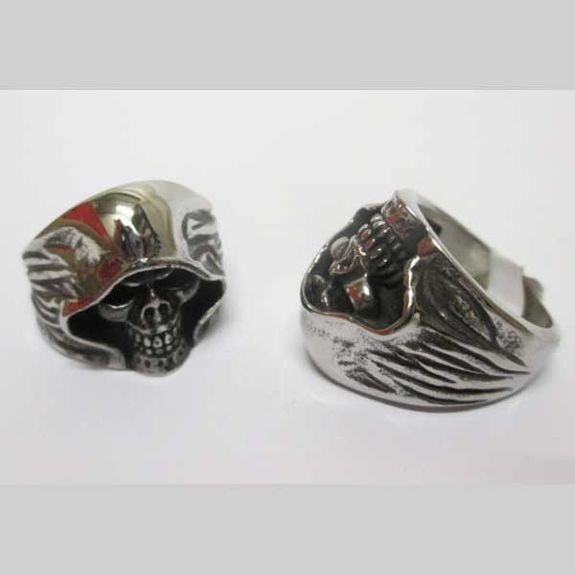 skull ring with cape