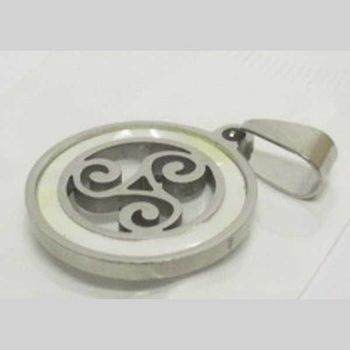 mother-of-pearl circle triskel pendant