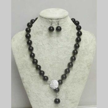 large black pearl woman necklace with round rhinestone medallion