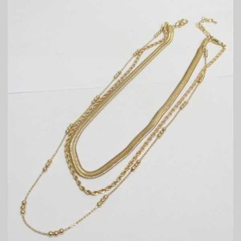 triple chain in flat gold metal, twisted and pearl